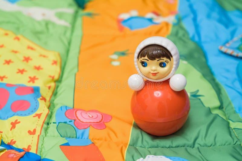 Heldere rode plastic speelgoed-tuimelschakelaar royalty-vrije stock foto