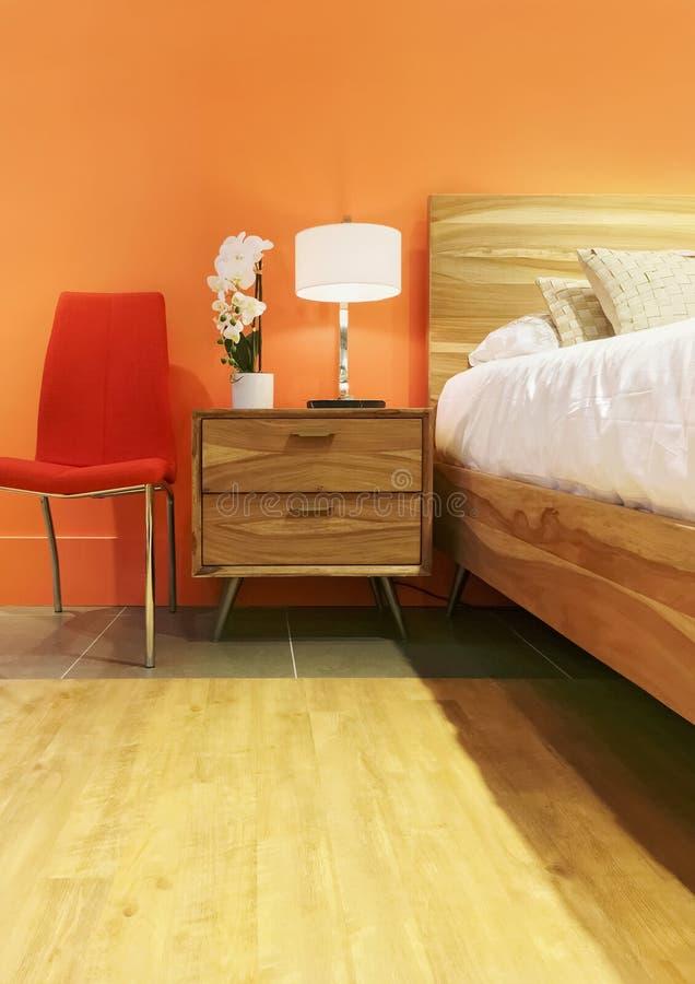Heldere Slaapkamer In Oranje Tonen Stock Foto - Afbeelding bestaande ...