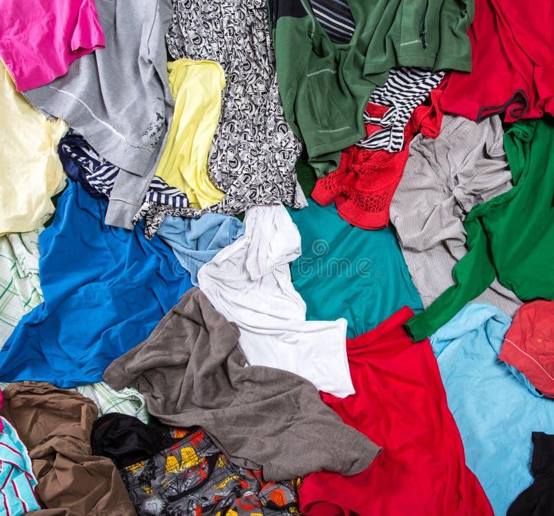 Heldere slordige kleurrijke kleding stock afbeeldingen