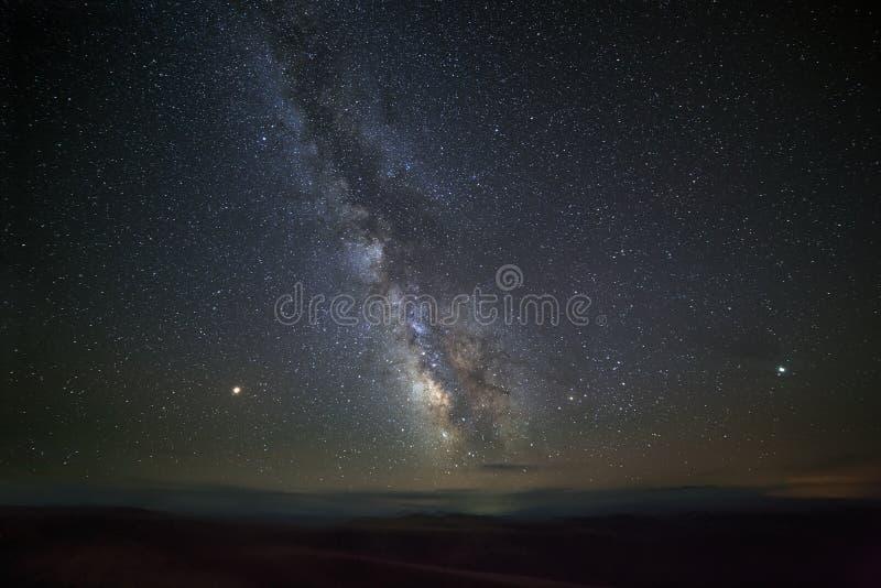 Heldere sterren van de Melkweg in de nachthemel stock afbeeldingen