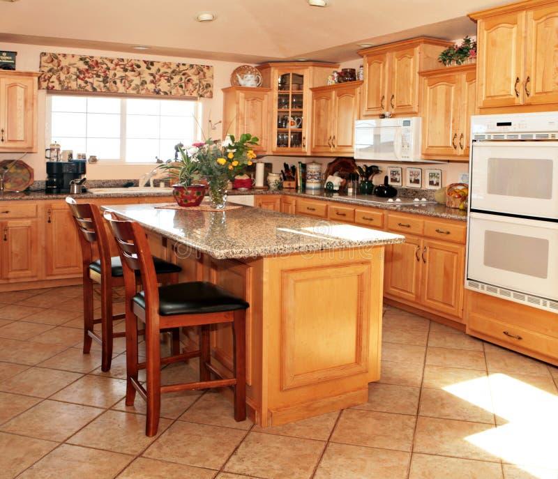 Heldere Toevallige Moderne Keuken royalty-vrije stock foto