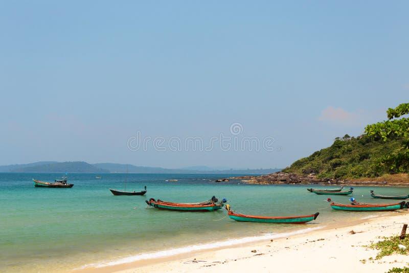 Heldere vissersboten Phu Quoc, Vietnam stock afbeelding