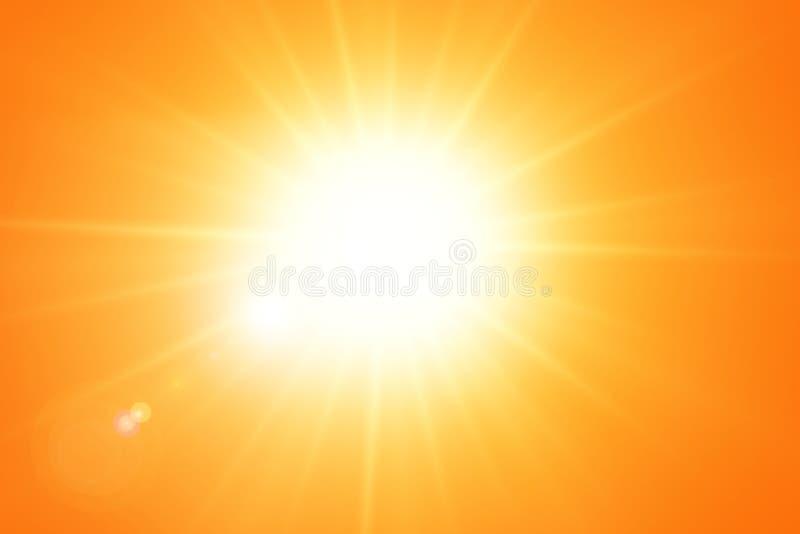 Heldere zon met lensgloed op oranje hemel stock afbeelding