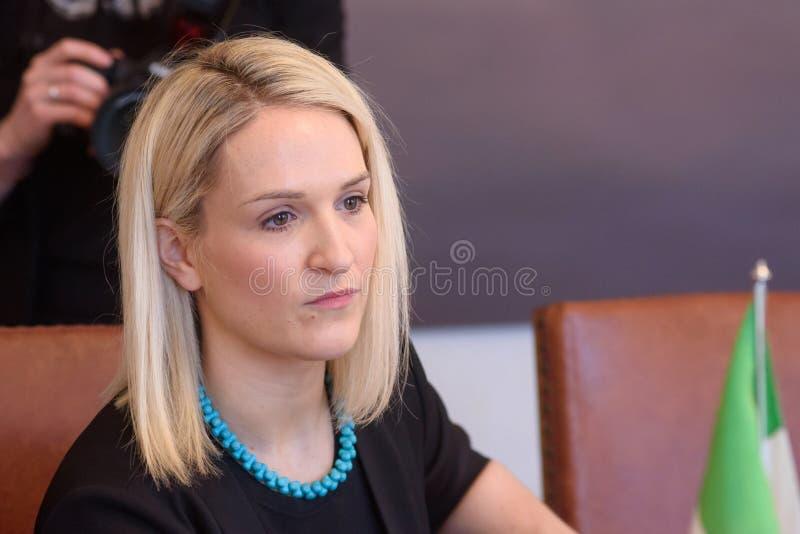 Helen McEntee Minister para los asuntos europeos de Irlanda imagen de archivo