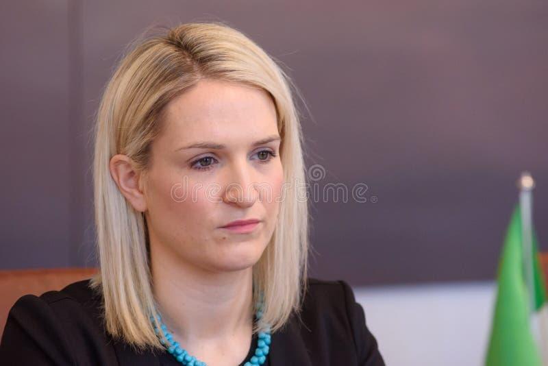 Helen McEntee Minister para los asuntos europeos de Irlanda fotos de archivo