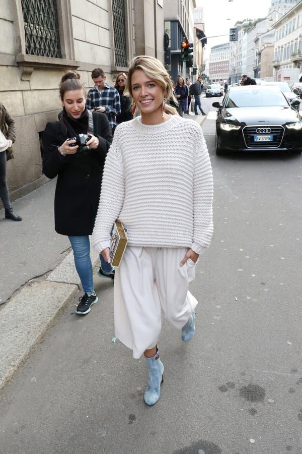 Helena bordon vinter 2015 2016 för höst för streetstyle för Milano, milan modevecka royaltyfri fotografi