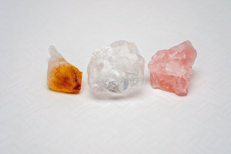 Helende kristallen: Het duidelijke Citroengele Kwarts, en nam kwarts toe royalty-vrije stock fotografie