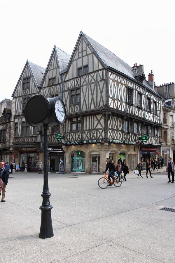 Helft-betimmerde huizen in Liberty Street Corner, Dijon, Frankrijk stock afbeelding