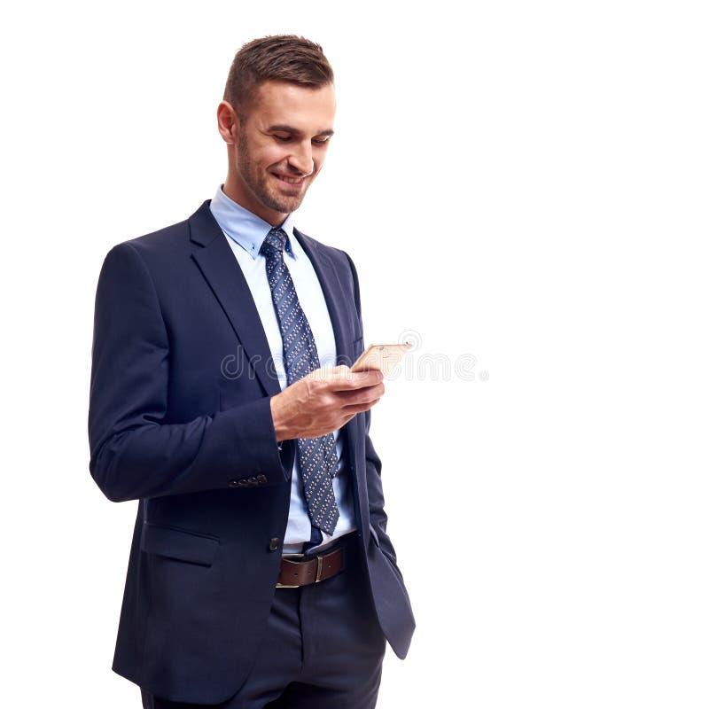 Helft-lengte portret van de bedrijfsmens met gekruiste die handen, op witte achtergrond wordt geïsoleerd royalty-vrije stock fotografie