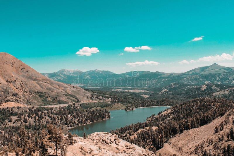 Helg i den Yosemite och eldoradonationalskogen arkivfoton