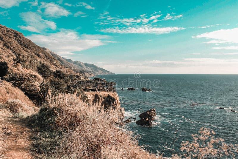 Helg till och med den Kalifornien kusten - huvudväg 1 royaltyfri fotografi