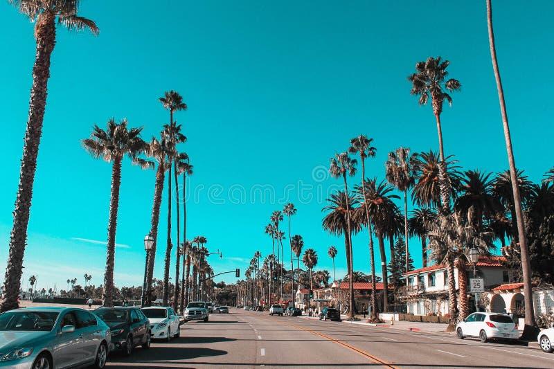Helg till och med den Kalifornien kusten - huvudväg 1 - Santa Barbara royaltyfria foton