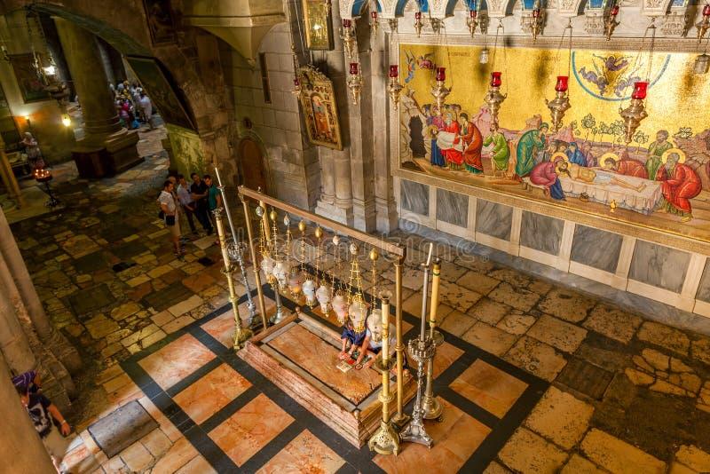 Helgedomen begraver kyrklig inre sikt. royaltyfria bilder