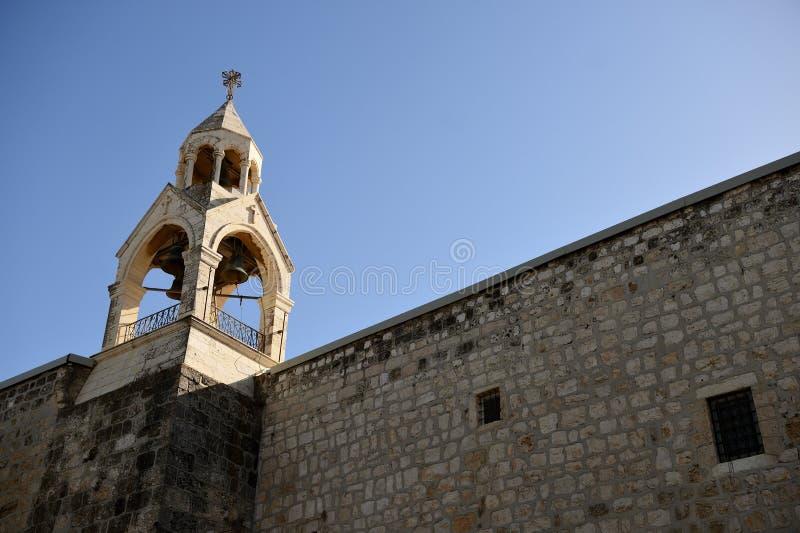 Helgedomkyrka av det Kristi födelseKlocka tornet arkivfoto