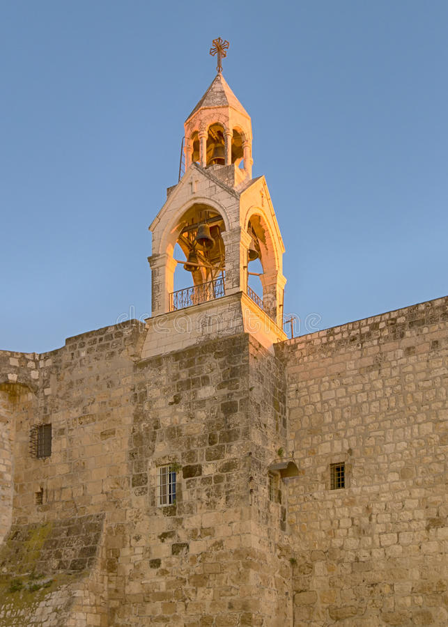 Helgedomkyrka av det Kristi födelseKlocka tornet, Betlehem, Israel royaltyfri foto