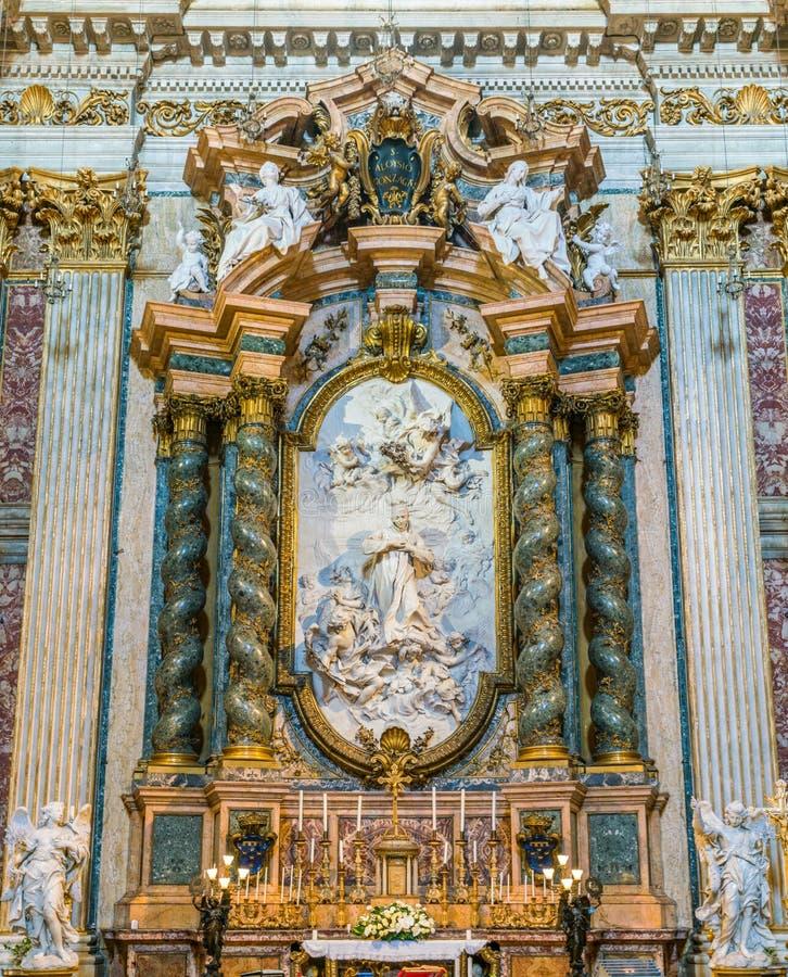 `-Helgon Aloyzius Gonzaga i härlighet` av den franska skulptören Pierre Legros, i kyrkan av St Ignatius av Loyola i Rome, Italien royaltyfria foton
