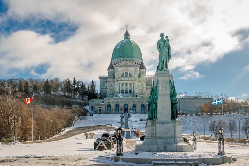 Helgon Joseph Oratory med snö - Montreal, Quebec, Kanada royaltyfria bilder