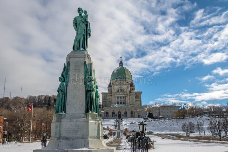 Helgon Joseph Oratory med snö - Montreal, Quebec, Kanada royaltyfri bild