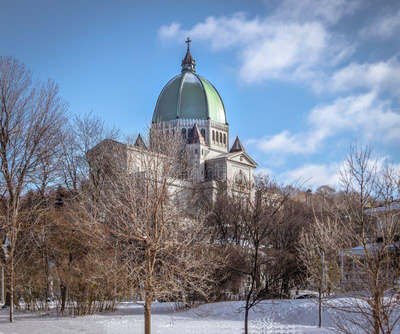 Helgon Joseph Oratory med snö - Montreal, Quebec, Kanada arkivfoto