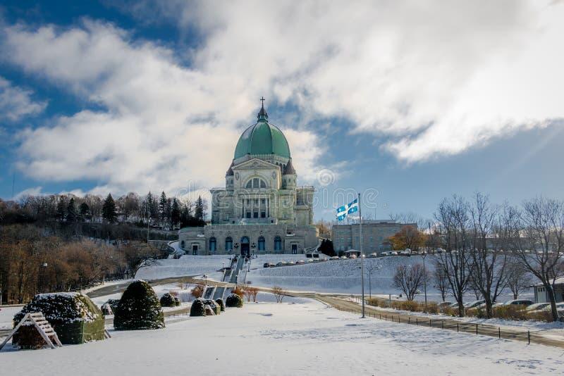 Helgon Joseph Oratory med snö - Montreal, Quebec, Kanada royaltyfri fotografi