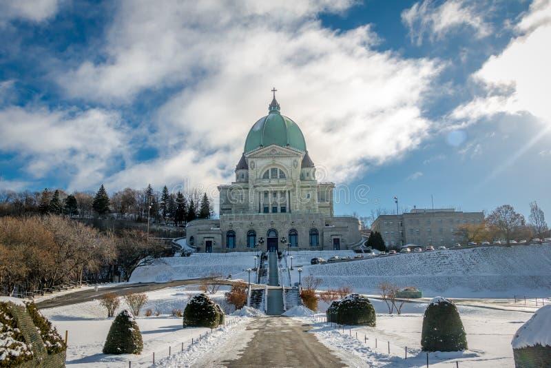 Helgon Joseph Oratory med snö - Montreal, Quebec, Kanada arkivfoton