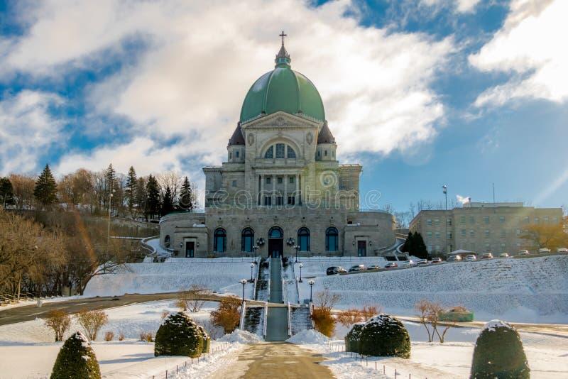 Helgon Joseph Oratory med snö - Montreal, Quebec, Kanada fotografering för bildbyråer
