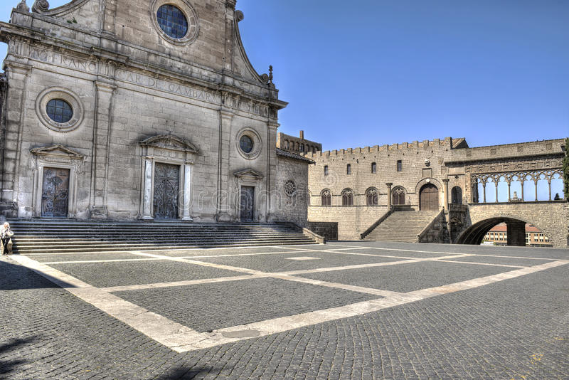 Helgon Lawrence för Viterbo piazzadomkyrka och påvlig slott arkivfoton