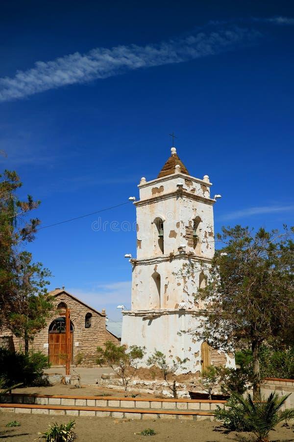 Helgon Lucas Church och det Klocka tornet i staden av Toconao, San Pedro de Atacama, Chile royaltyfria bilder