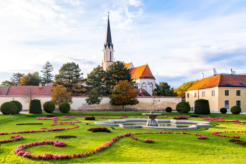 Helgon Maria Church, i Wien, Österrike royaltyfria bilder