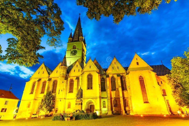Helgon Mary Lutheran Cathedral i den Sibiu staden, Transylvania som är romani fotografering för bildbyråer