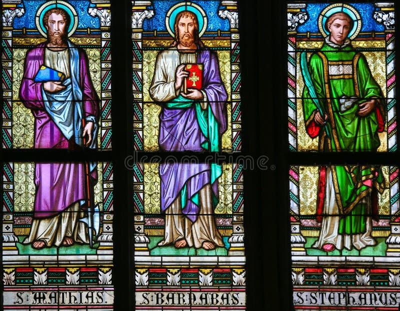 Helgon Mathias, Barnabas och Stephen - målat glass royaltyfri foto