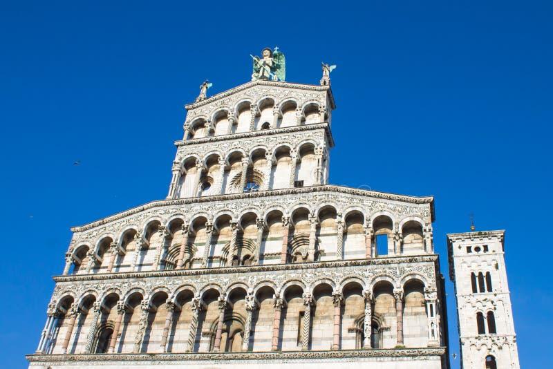 Helgon Michael Church i Lucca royaltyfri foto