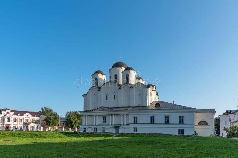 Helgon Nicholas Cathedral på Yaroslavs domstol i Veliky Novgorod, Ryssland royaltyfri fotografi