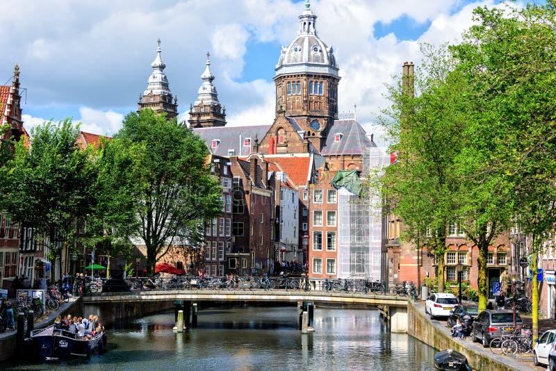 Helgon Nicholas Church i Amsterdam royaltyfria foton