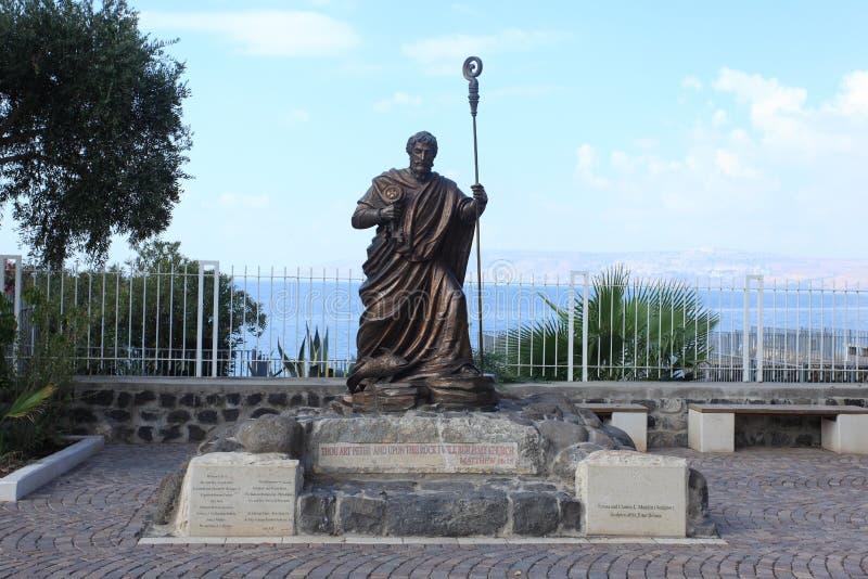 Helgon Peter Statue på havet av Galilee royaltyfri fotografi