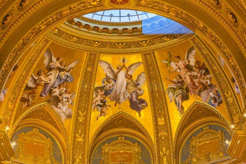 Helgon Stephens Cathedral Budapest Hungary för ängelmosaikbasilika arkivbilder