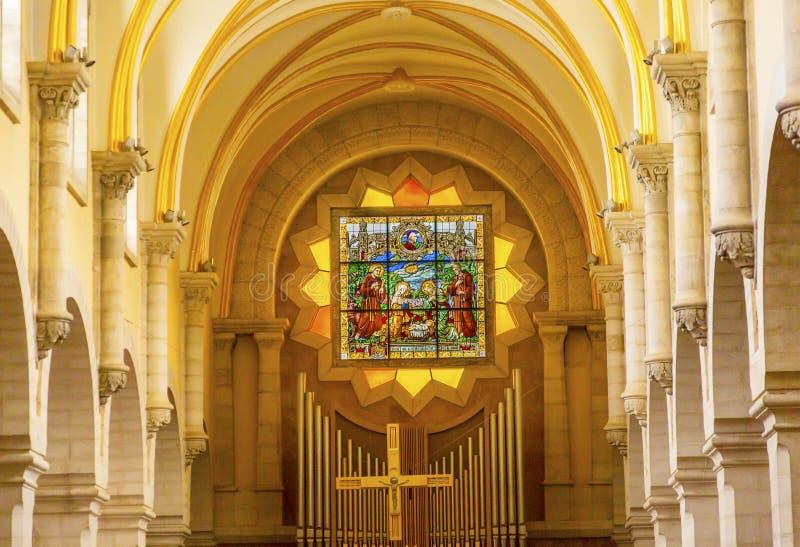 HelgonCatherine Church Stained Glass Nativity kyrka Betlehem Palestina royaltyfri foto