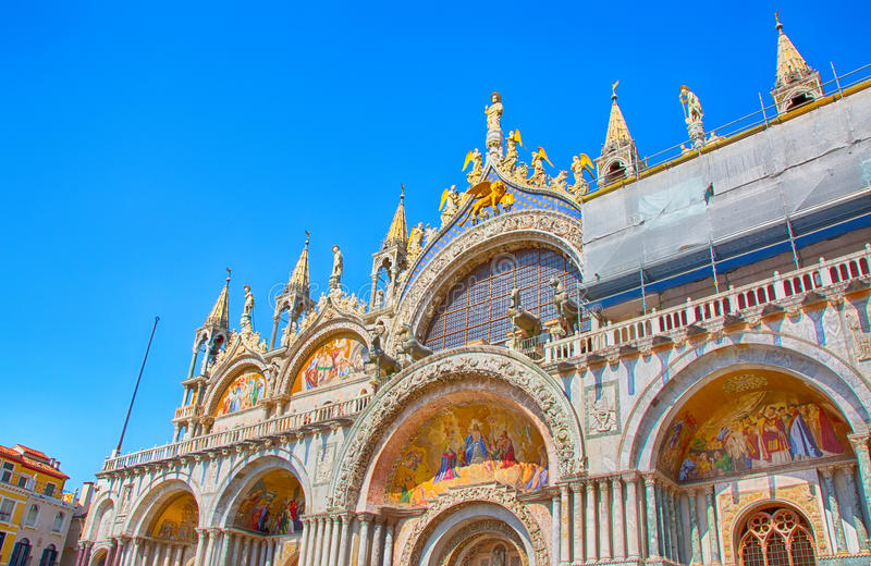 Helgonet markerar basilikan & x28; Basilika di San Marco& x29; , Domkyrka Venedig arkivbilder