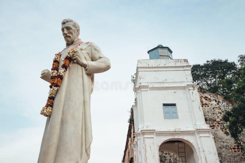 Helgonet Paul Statue i kyrka för St Paul ` s är en historisk kyrklig byggnad i Melaka, Malaysia royaltyfri fotografi