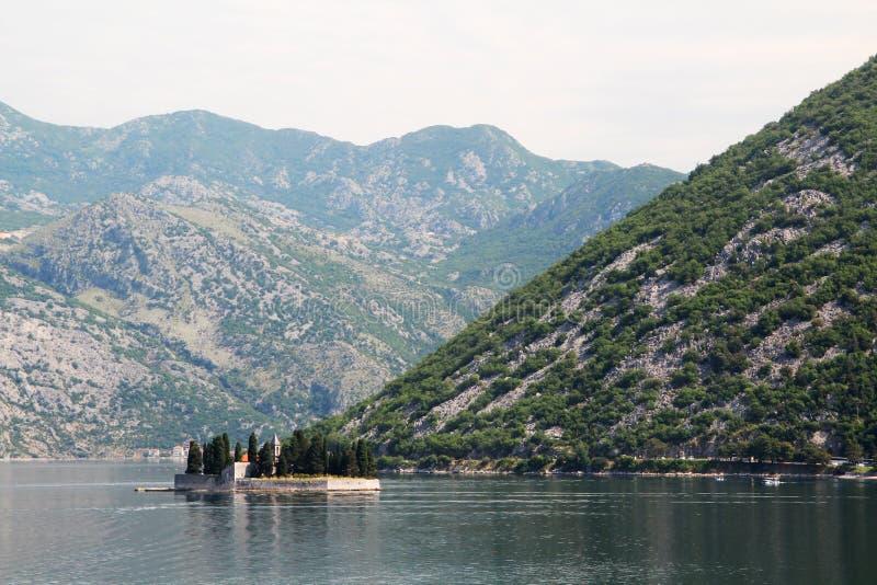 HelgonGeorge Benedictine kloster i Perast, Kotor fjärd, Montenegro arkivbilder