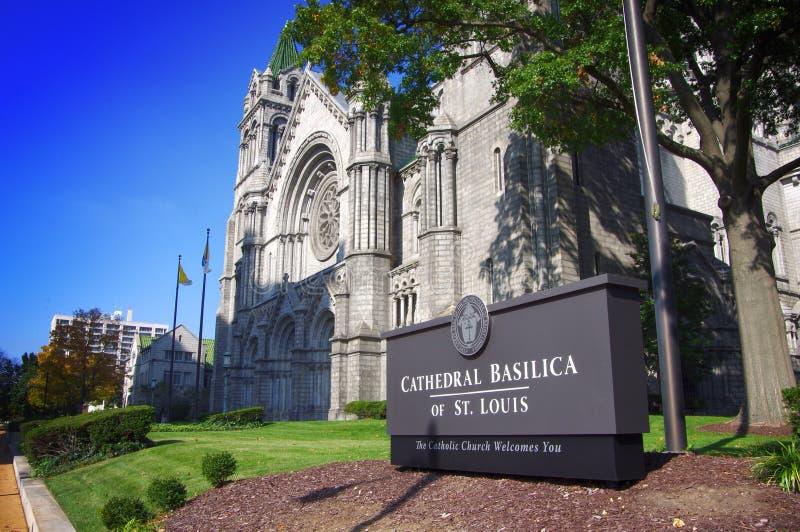 HelgonLouis Cathedral Basilica ingång på klar nedgångdag arkivfoton