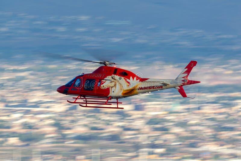 Heli usa Agusta AW119 śmigłowcowi operacyjni zwiedzający loty z McCarran lotniska międzynarodowego w Las Vegas zdjęcia royalty free