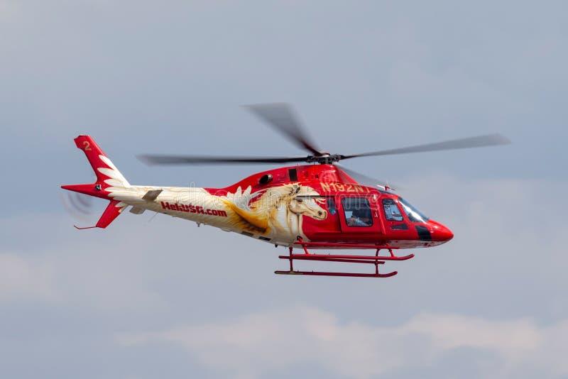 Heli usa Agusta AW119 śmigłowcowi operacyjni zwiedzający loty z McCarran lotniska międzynarodowego w Las Vegas fotografia stock