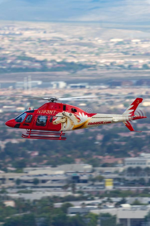 Heli usa Agusta AW119 śmigłowcowi operacyjni zwiedzający loty z McCarran lotniska międzynarodowego w Las Vegas obrazy royalty free