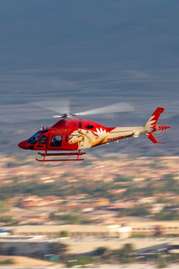 Heli usa Agusta AW119 śmigłowcowi operacyjni zwiedzający loty z McCarran lotniska międzynarodowego w Las Vegas zdjęcie stock