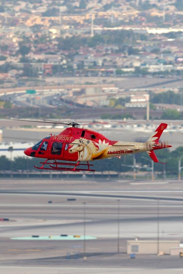 Heli usa Agusta AW119 śmigłowcowi operacyjni zwiedzający loty z McCarran lotniska międzynarodowego w Las Vegas obraz stock