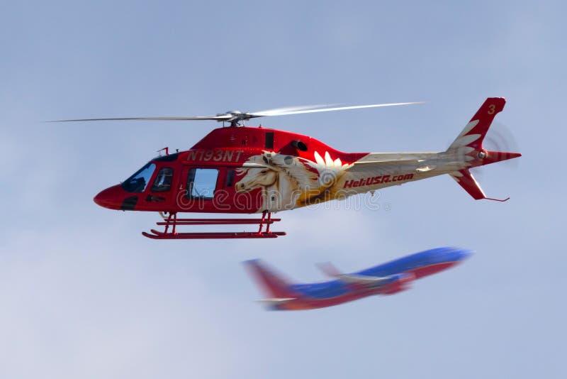 Heli usa Agusta AW119 śmigłowcowi operacyjni zwiedzający loty z McCarran lotniska międzynarodowego w Las Vegas zdjęcia stock