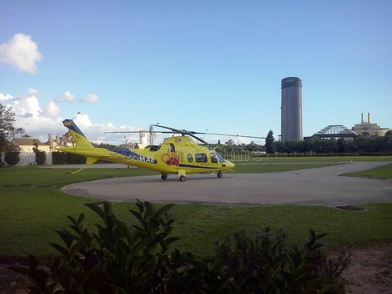 Download Helicóptero fotografía editorial. Imagen de vuelo, paisaje - 44856007