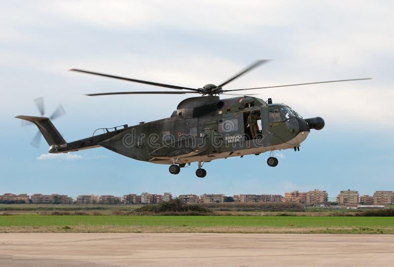 Helicóptero da aterragem imagens de stock