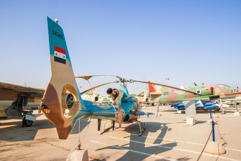 Helicóptero da gazela vintage SA 342 indicado no museu israelita da força aérea foto de stock
